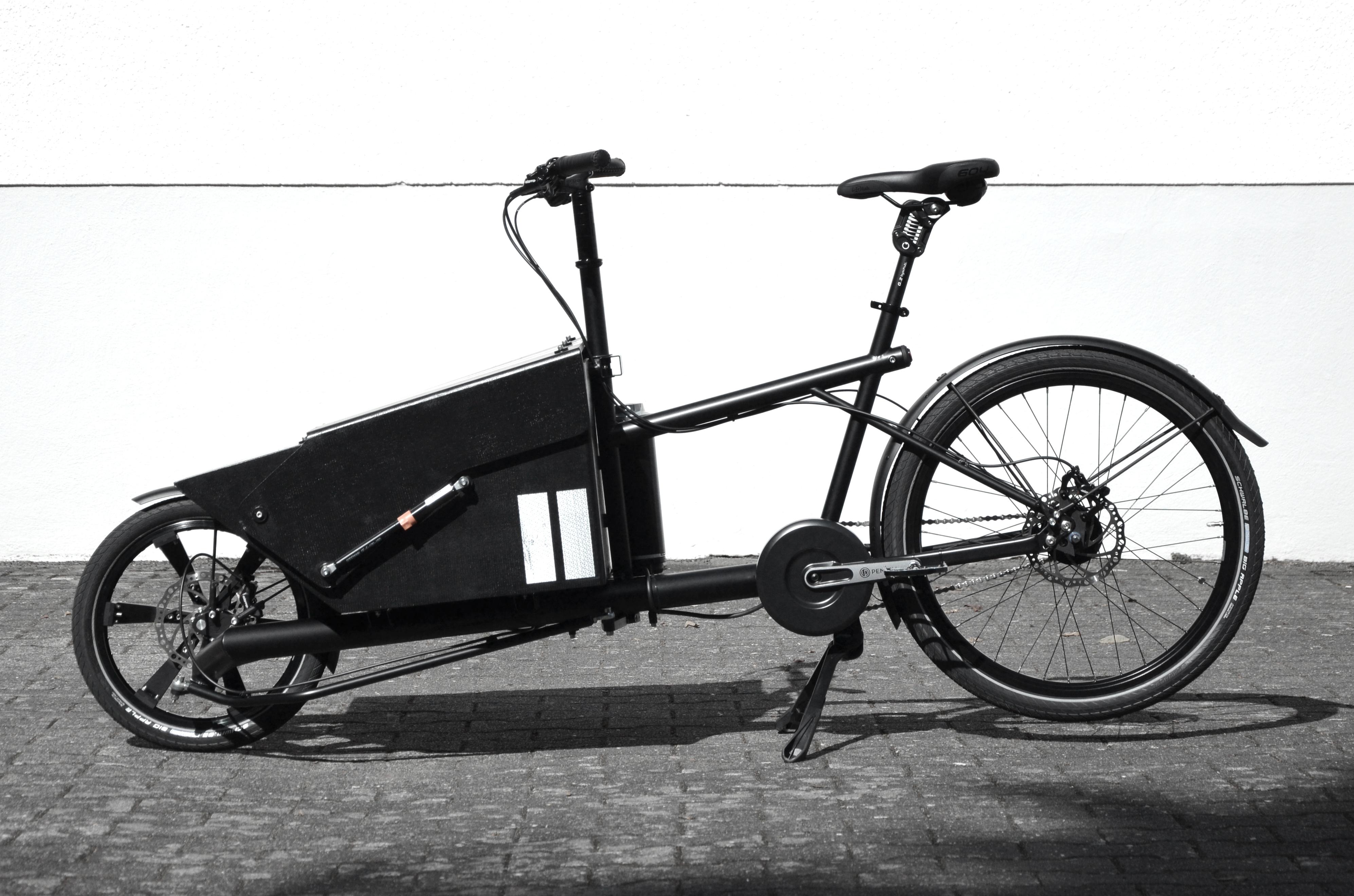 Bastiaen_Cargo_Black_01.JPG